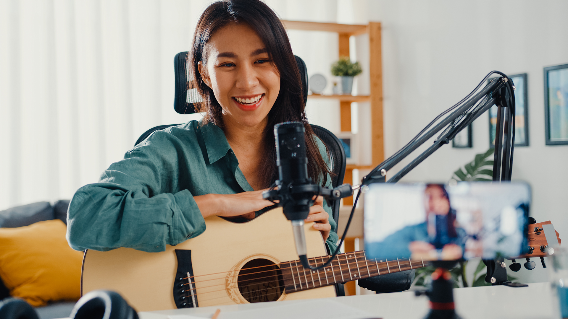Symposium Expert Making Money By Teaching Guitar Lessons Online